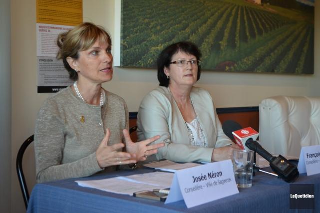 Les conseillères municipales Josée Néron, de Saguenay et... ((Photo le Quotidien, Laura Lévesque))