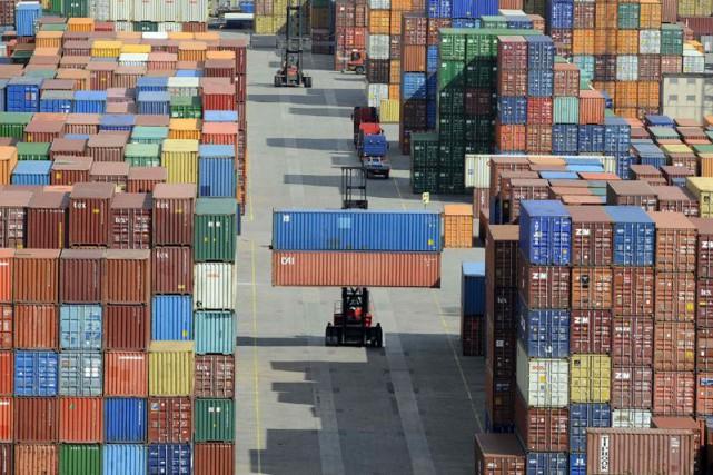 Le déficit commercial des États-Unis a décru nettement plus que prévu en... (Photo Fabian Bimmer, Archives AP)