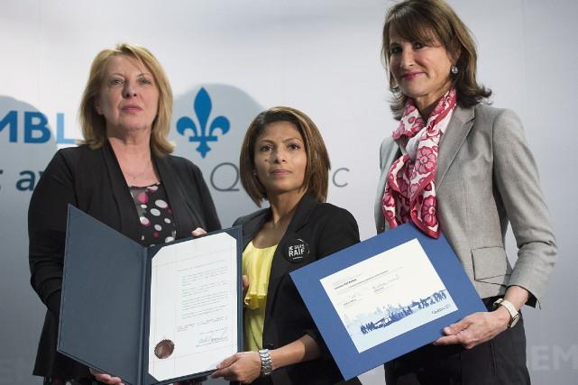 Ensaf Haidar en compagnie des ministres Christine St-Pierre... (Photo PC)