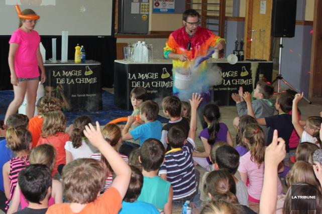 Une belle surprise attendait les étudiants de l'école primaire Hamelin de... (La Tribune, Yvan Provencher)