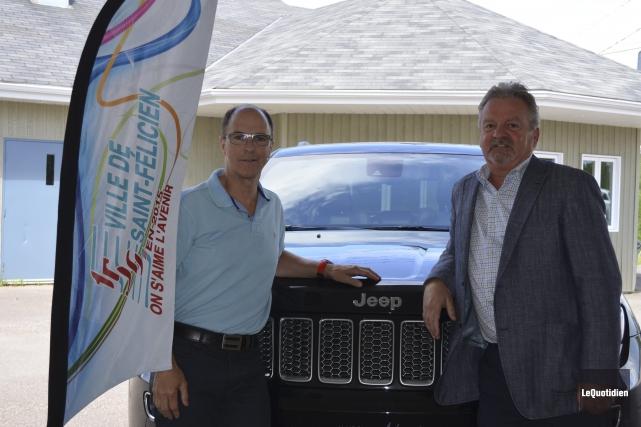Martin Demers est très heureux que Luc Verreault,... ((Photo Le Quotidien Louis Potvin))