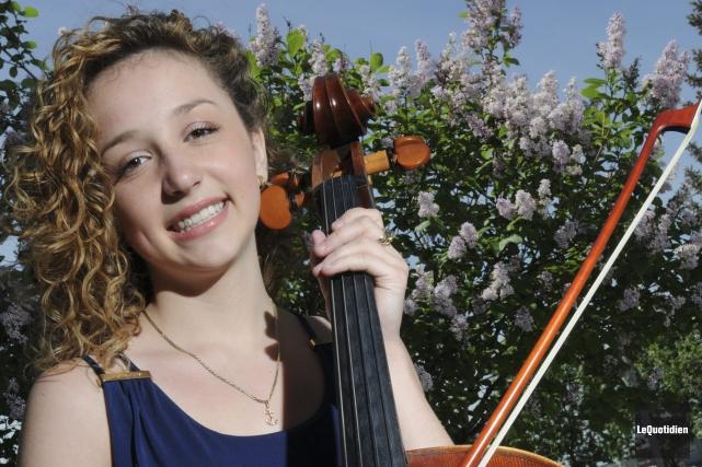 La violoncelliste Marie-Pier Simard-Gagnon donnera un concert samedi,... ((Photo Le Quotidien, Michel Tremblay))