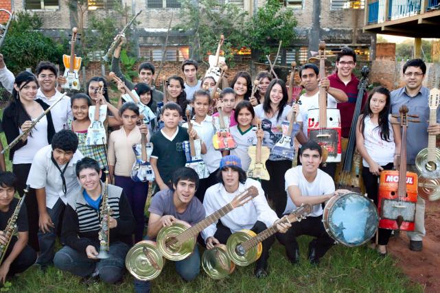 Les membres de l'Orchestre des instruments recyclés de... (PHOTO FOURNIE PAR L'ORCHESTRE DES INSTRUMENTS RECYCLÉS DE CATEURA)