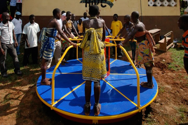 Empower Playgrounds a eu l'idée d'installer des tourniquets... (PHOTO CRYS KEVAN LEE, FOURNIE PAR EMPOWER PLAYGROUND)