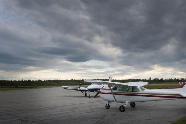 Un pilote et son instructeur sont revenus à l'aéroport de Sherbrooke vendredi... (Archives La Tribune)