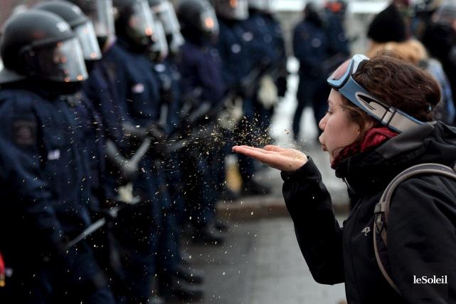 La Coalition pour le droit de manifester à Québec a déposé vendredi à la Ville... (Photo Erick Labbé, Le Soleil)