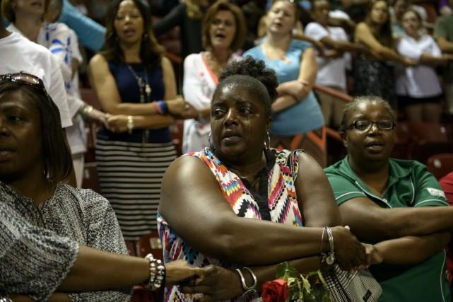 Une cinquantaine de proches des victimes étaient assis... (PHOTO BRENDAN SMIALOWSKI, AFP)