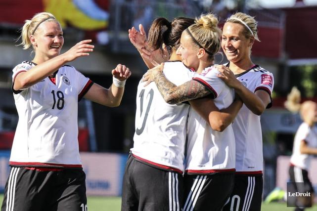 Les joueuses allemandes ont eu le dessus sur... (Patrick Woodbury, LeDroit)
