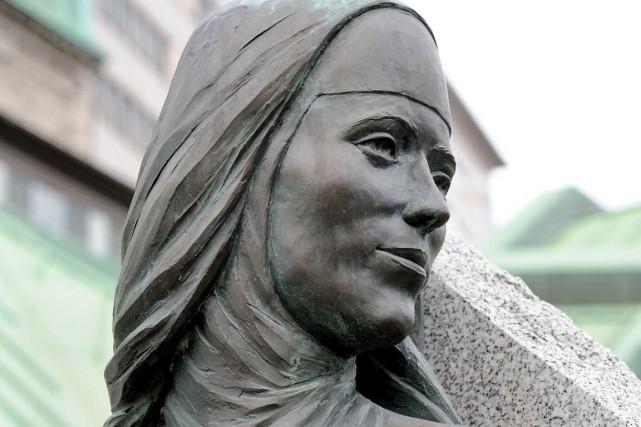 Une statue représentant Catherine de Saint-Augustin se dresse... (Photo Daniel Abel, photographe et propriété des Augustines)
