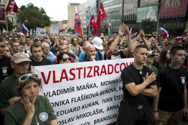 Les contestataires, issus en grande partie de l'extrême... (PHOTO VLADIMIR SIMICEK, AFP)