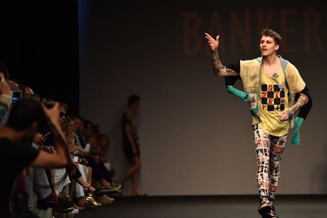 Un mannequin de Vivienne Westwood défile à la... (PHOTO GABRIEL BOUYS, AFP)