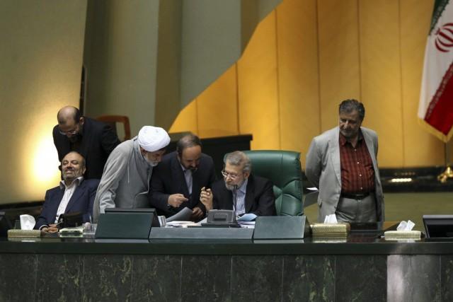 Dimanche, les députés iraniens ont approuvé à une... (PHOTO SINA SHIRI, AFP)