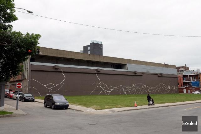 Les ruines du cinéma Place Charest pourraient faire... (Photothèque Le Soleil, Erick Labbé)