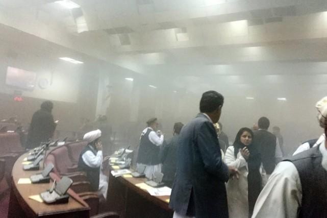 Lundi matin au Parlement, les députés de l'Assemblée... (PHOTO DR. NAQIBULLAH FAIQ, AP)