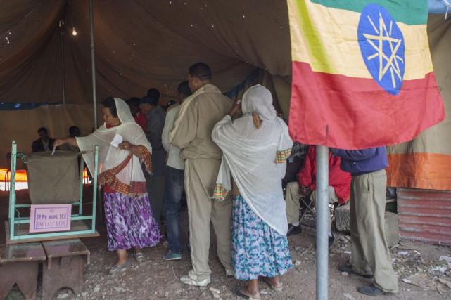 Ces élections étaient les premières depuis la mort... (PHOTO ZACHARIAS ABUBEKER, ARCHIVES AFP)