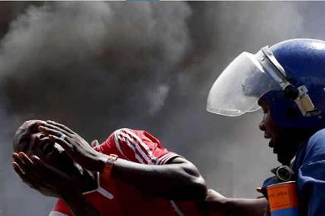 Un manifestant opposé à la volonté de Pierre... (Photo: IWACU Voix du Burundi)