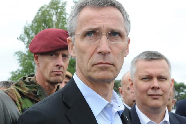 Le secrétaire général de l'Alliance, Jens Stoltenberg (au... (PHOTO ALIK KEPLICZ, ARCHIVES AP)