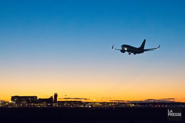 Un passager ivre à bord d'un appareil de la compagnie JetBlue a été arrêté... (PHOTO HUGO-SÉBASTIEN AUBERT, ARCHIVES LA PRESSE)