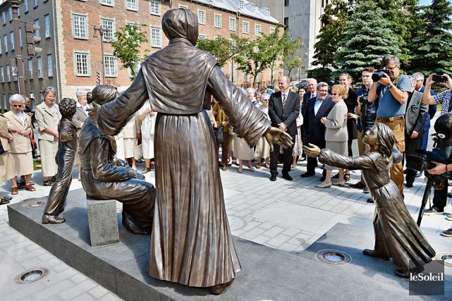 L'oeuvre du sculpteur Jules Lasalle, érigée sur un... (Le Soleil, Jean-Marie Villeneuve)