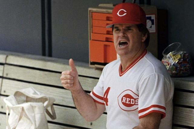 Pete Rose sur le banc des Reds en... (ARCHIVES AP)