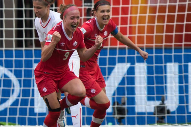 Josée Bélanger et Christine Sinclair... (Photo PC)