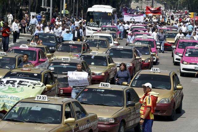 En mai, les taxis mexicains sont parvenus à... (PHOTO YURI CORTEZ, ARCHIVES AFP)