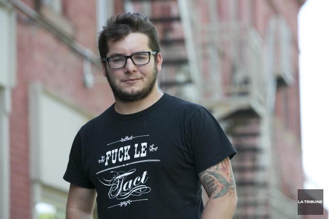 Le poète Anthony Lacroix présente vendredi Le quartier... (Photo Imacom, René Marquis)
