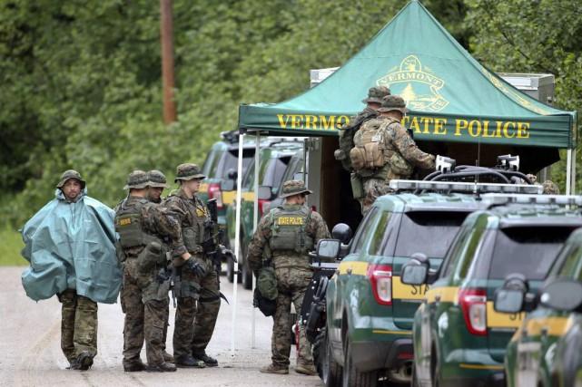 Les recherches impliquent des policiers locaux et fédéraux,... (Photo Mike Groll, AP)