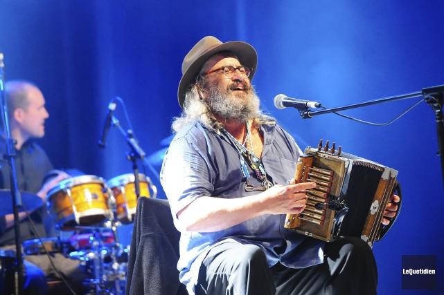 Le célèbre accordéoniste a joué plusieurs pièces revisitant... ((Photo Le Quotidien, Gimmy Desbiens))