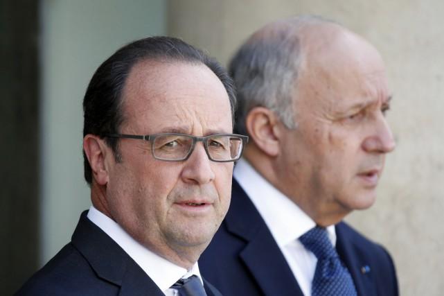 Le président français François Hollande (au premier plan)... (PHOTO CHARLES PLATIAU, REUTERS)
