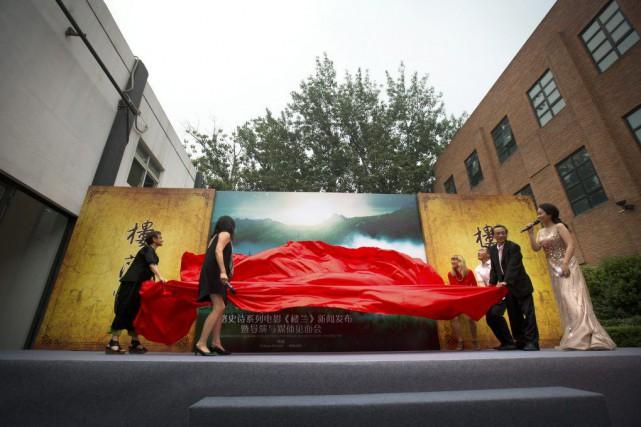 Catherine Hardwicke (à droite en rouge) participe au... (Photo Mark Schiefelbein, AP)