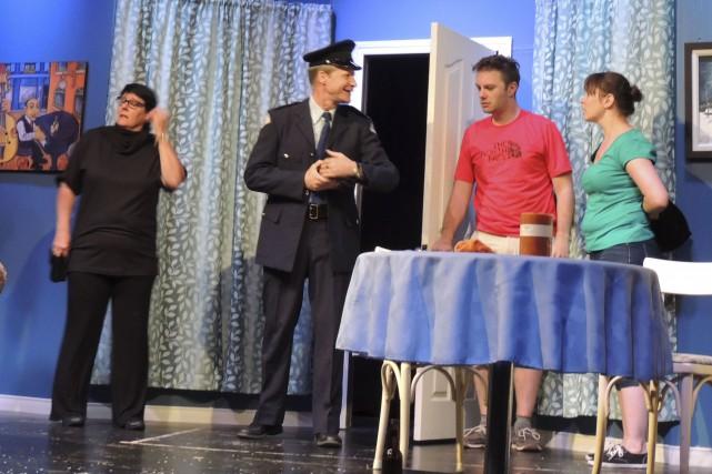 Les comédiens Suzanne Harpin, Marco Audet, Francis Roy... (La Tribune, Ronald Martel)