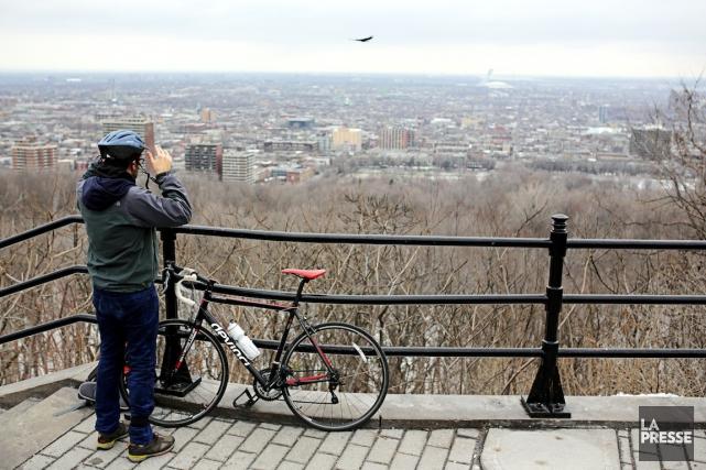 Vue du belvédère du Mont-Royal situé sur la... (PHOTO MARTIN CHAMBERLAND, ARCHIVES LA PRESSE)