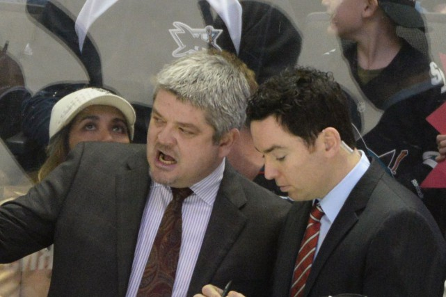 Todd McLellan (à gauche) aux côtés de Jay Woodcroft... (PHOTO ARCHIVES USA TODAY)
