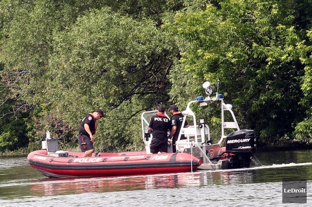 Le suspect se serait noyé dans la rivière... (Etienne Ranger, Archives LeDroit)