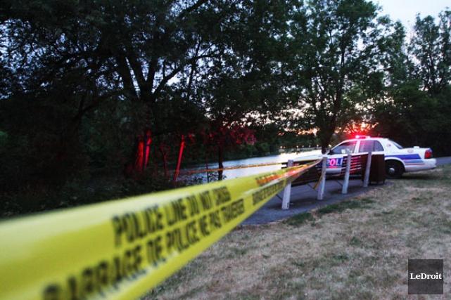 Le fuyard disparu dans la rivière Rideau, mardi soir, serait un des suspects... (ARCHIVES, LeDroit)