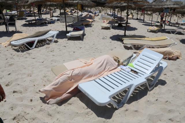 Trente-huit personnes, dont des touristes étrangers, ont été... (Photo AP)