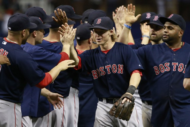 Brock Holt (au centre), a permis à son... (Photo Kim Klement, USA Today)
