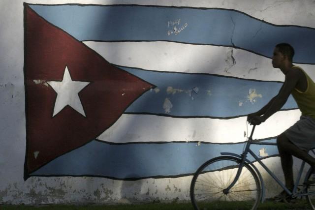 Le geste symbolique de la Caravane d'amitié Québec-Cubavise... (PHOTO ENRIQUE DE LA OSA, ARCHIVES REUTERS)