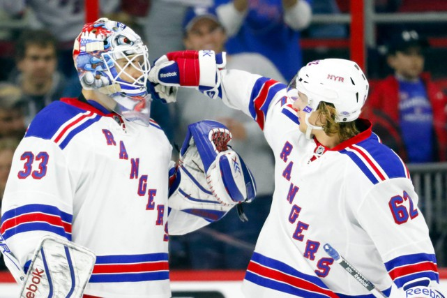 Cam Talbot et Carl Hagelin... (PHOTO JAMES GUILLORY, ARCHIVES USA TODAY)