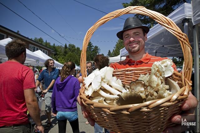 Une visite au marché, c'est aussi l'occasion de... (Photo Alain Décarie, La Presse)