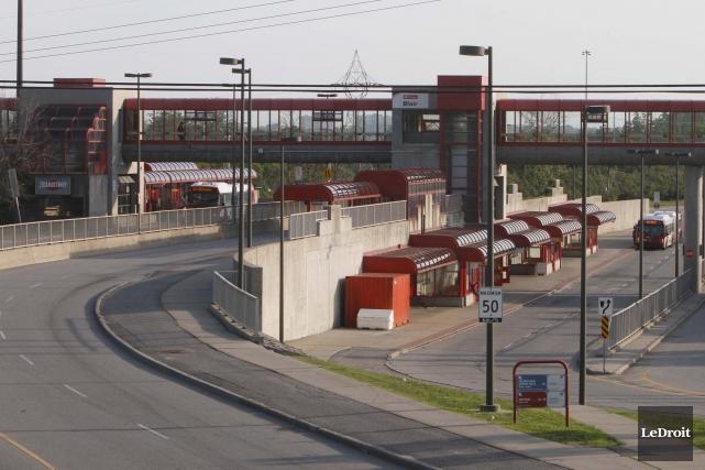 Le tronçon du Transitway situé entre les stations... (Simon Séguin-Bertrand, Archives LeDroit)