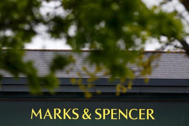 Des salariés du distributeur britannique emblématique Marks and Spencer ont... (PHOTO PHIL NOBLE, ARCHIVES REUTERS)
