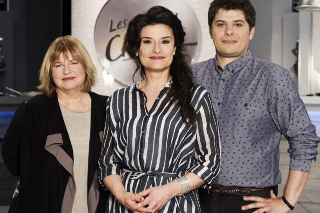 Les chefs Anne Desjardins et Stéphane Modat entourent... (Photo fournie par Radio-Canada)