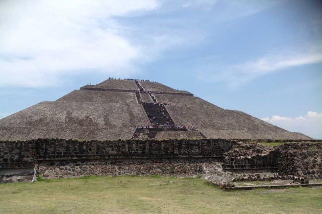 La pyramide du Soleil, haute de 64 mètres,... (Photo collaboration spéciale, Normand Provencher)