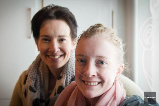 Sarah-Eve Fontaine en compagnie de sa mère. Annie... (Archives La Tribune)