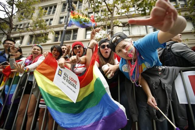 Les organisateurs du défilé de la fierté gaie... (PHOTO AP)