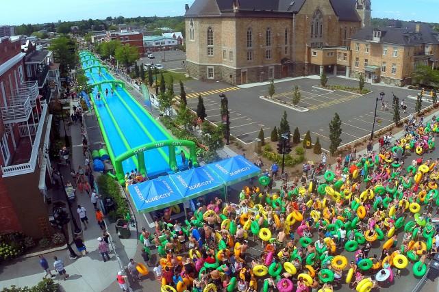 Des milliers de personnes étaient rassemblées à Drummondville,... (Photo collaboration spéciale Éric Beaupré)
