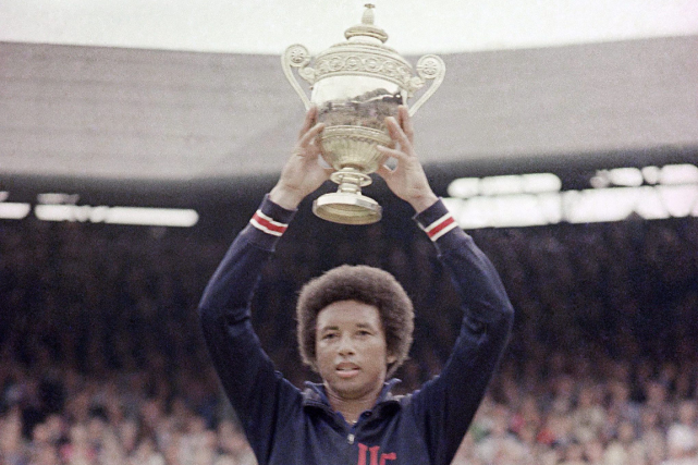 Arthur Ashe a été le premier athlète de... (Photo archives AP)