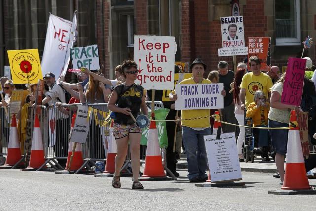 Des militants anti-fracturation hydraulique manifestent à Preston, dans... (PHOTO ANDREW YATES, ARCHIVES REUTERS)